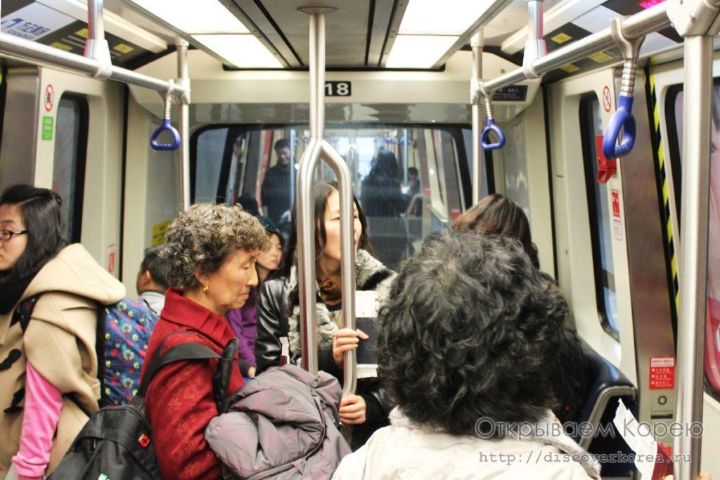 внутри поезда в аэропорту пекина