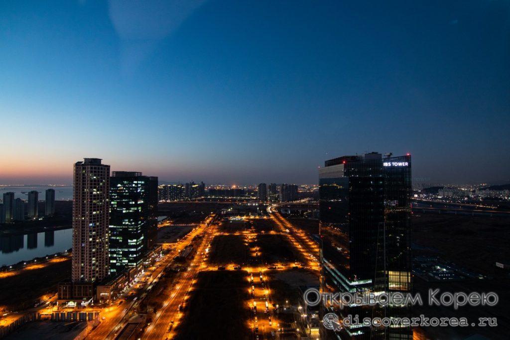 Вид с обзорной площадки башни G-Tower в закате