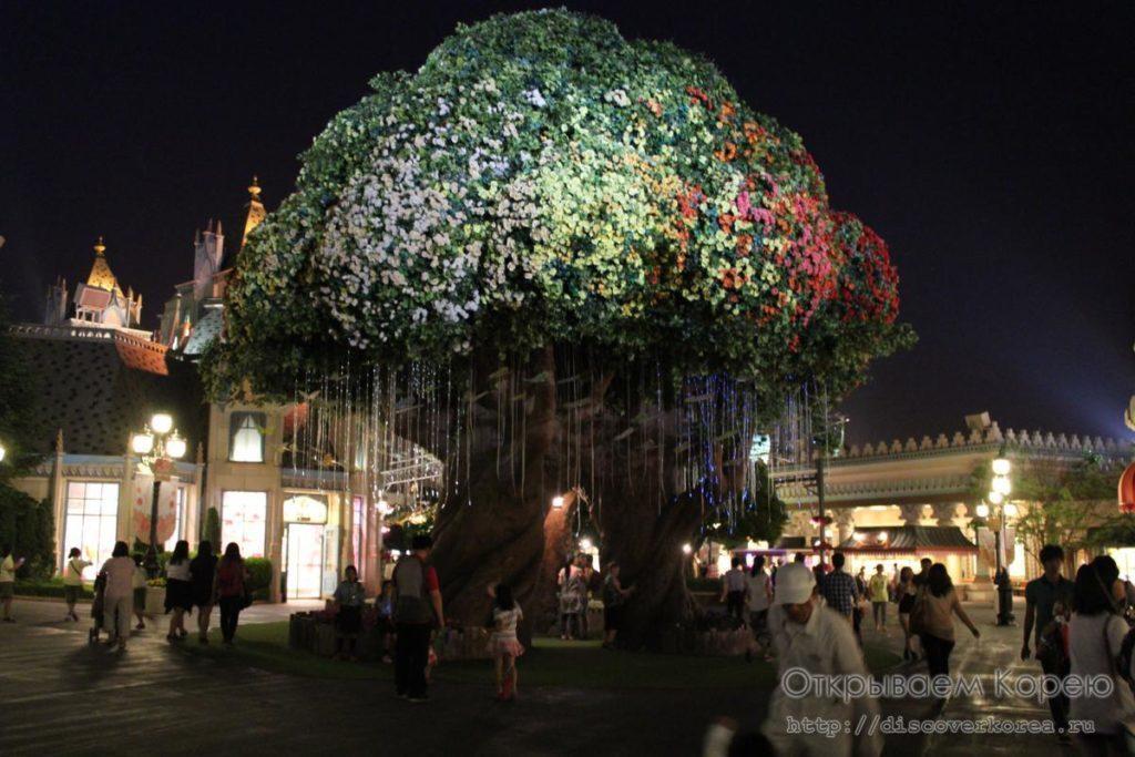Эверленд-чудо дерево ночью